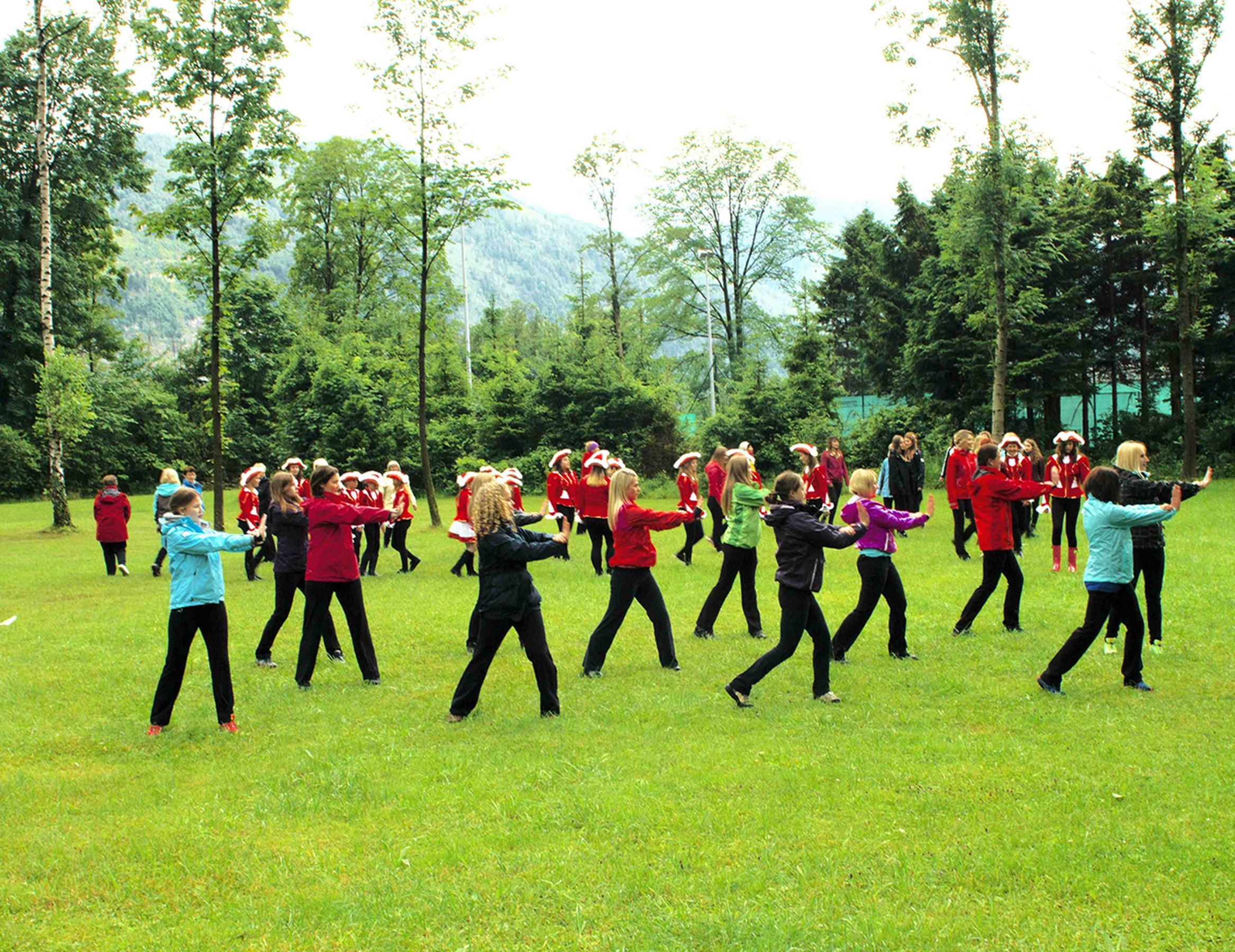 The School of Narrative Dance (Die Große Parade, Ebensee)