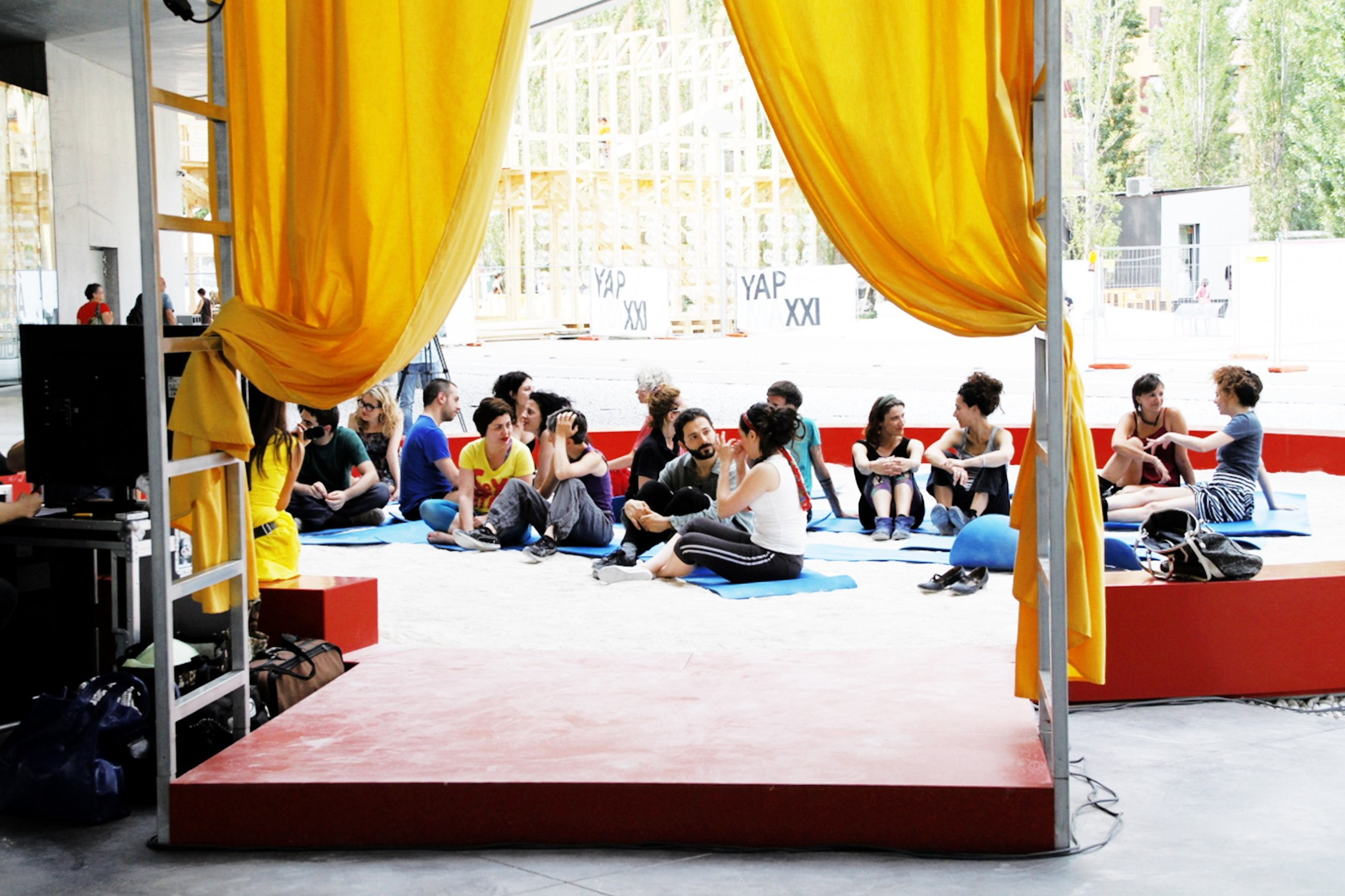 Marinella Senatore The School of Narrative Dance, Roma, 2014 Lessons in the temporary classroom in the piazza outside the Museum